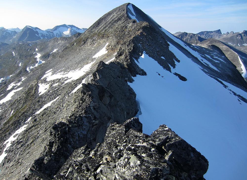 Egga mellom Skarfjelltoppane, sett frå austtoppen.