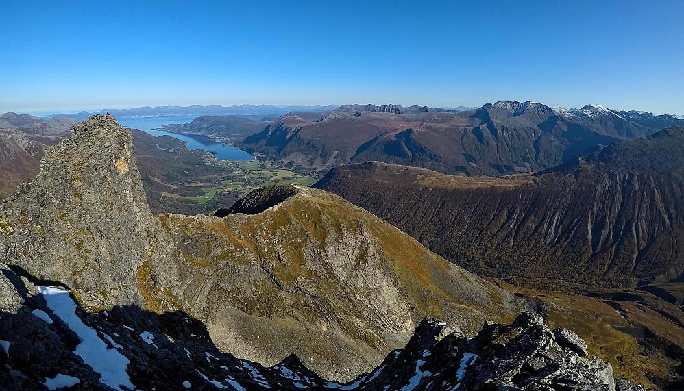 Mot Tresfjorden og Molde.