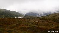 Utsikt mot Øvre Hålandsdalen. Daurmålsegga er skjult i tåken.
